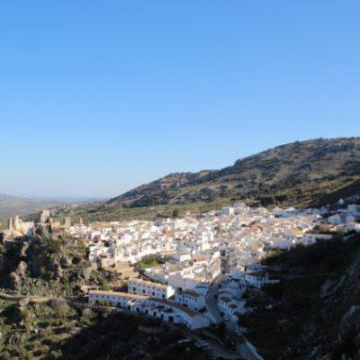Imagen de Zuheros con su castillo una de las imágenes mas bellas del Geoparque del Subbético Cordobés