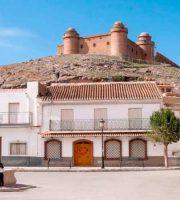 Castillo de La Calahorra sobre la localidad del mismo nombre