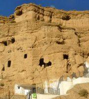 Habitat troglodita. Cuevas y casas excavadas en el talud